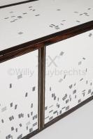 Meuble d'appui bas en pin brulé, marqueté d'une mosaïque en céramique